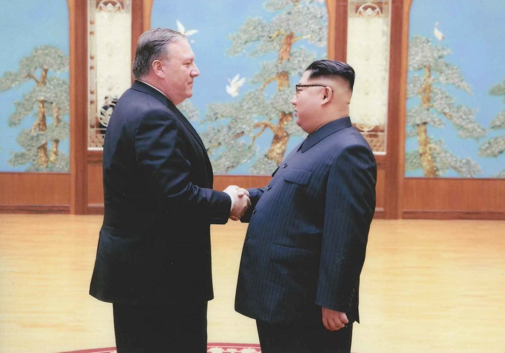 1024px-Mike_Pompeo_and_Kim_Jong-un
