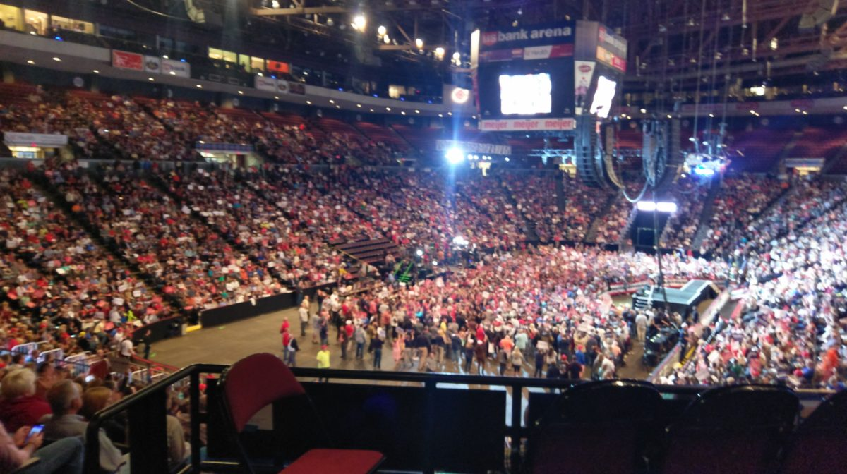 Trump_rally_crowd_(33805800013)